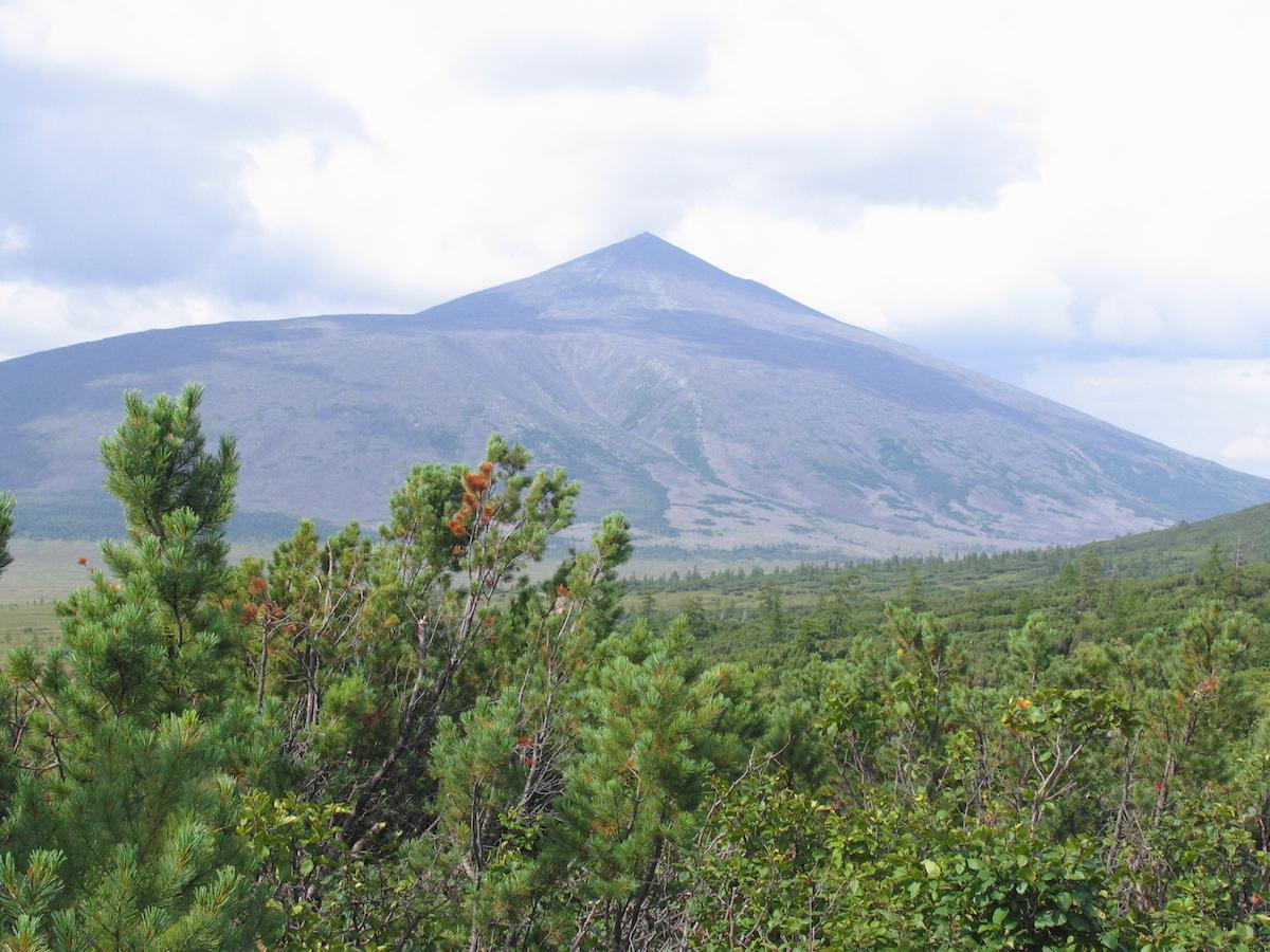 Вулкан Анаун. Водораздел рек Тихой Хайрюзовой и Анавгай